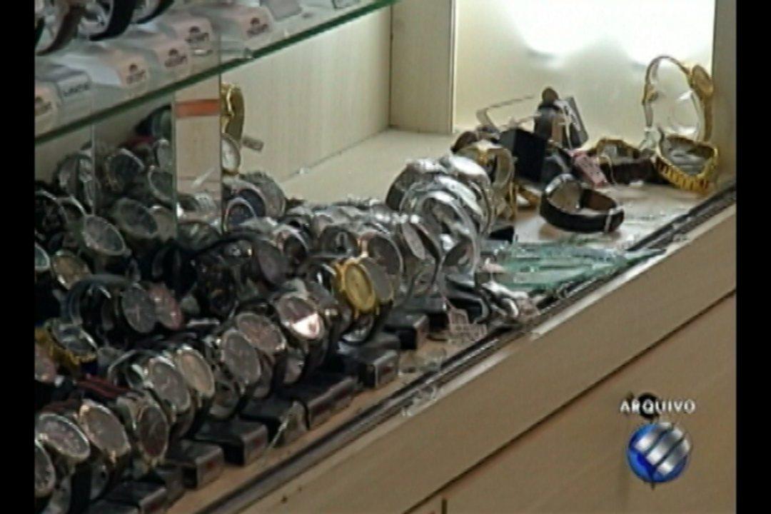 Cinco PMs são presos suspeitos de participar de roubo a uma joalheria em Belém