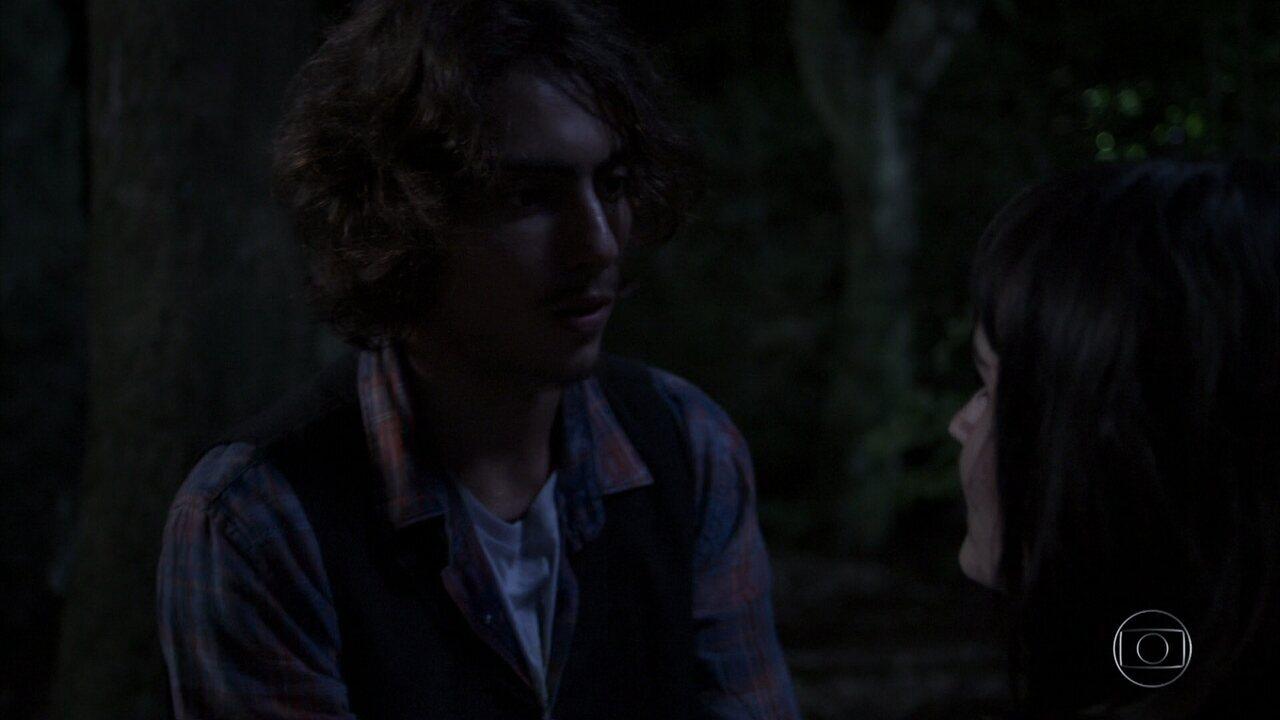 Márcio encontra Bebeth perdida na mata