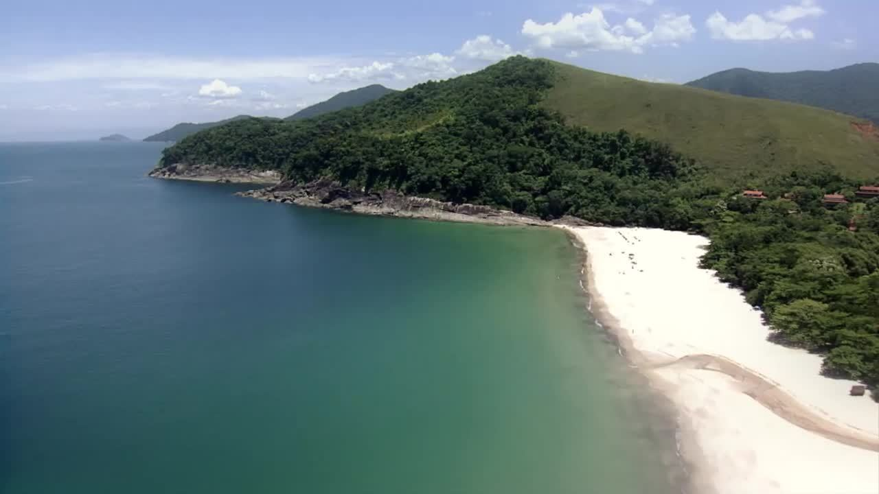 Praias pouco frequentadas por turistas são destino de quem procura sossego