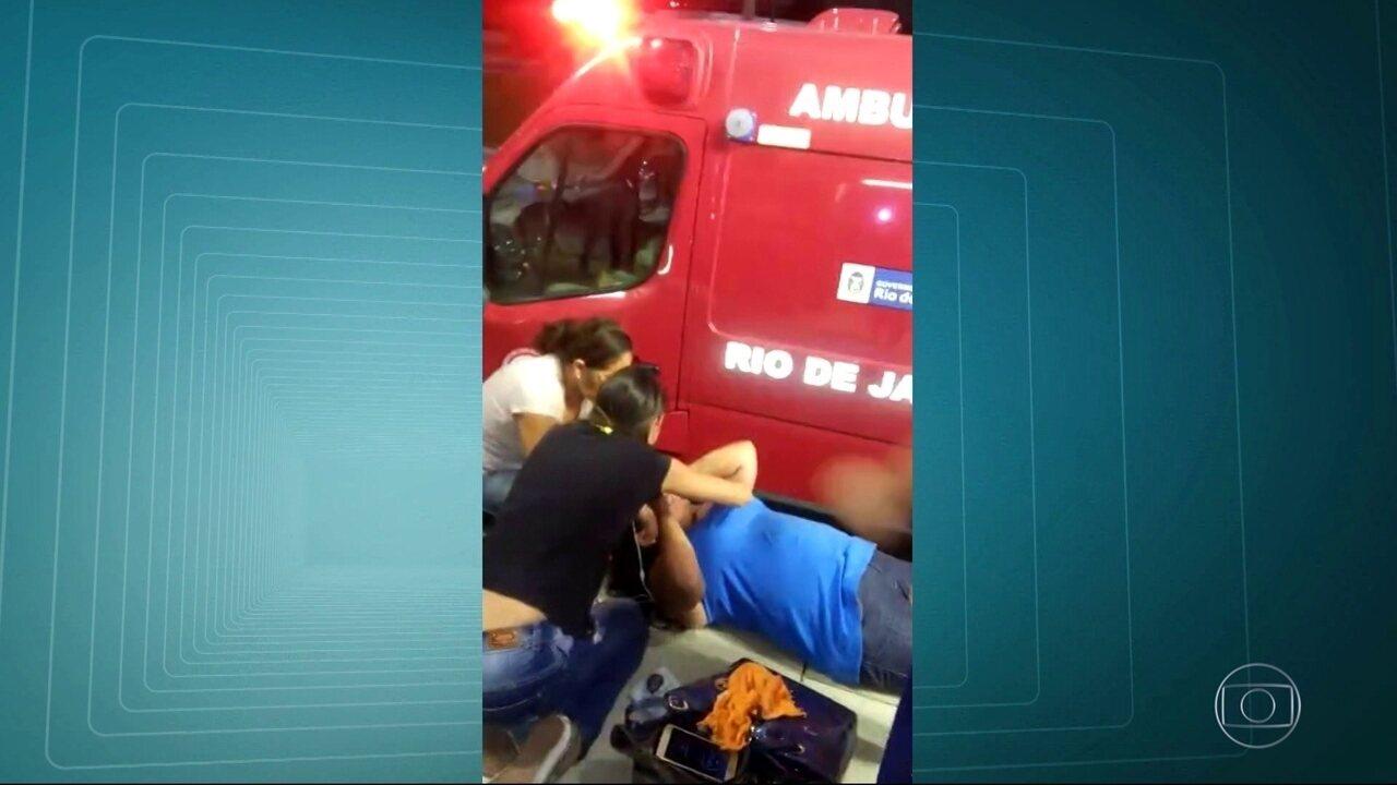 Mulher é internada com traumatismo craniano ao ser empurrada e cair tentando embarcar em ônibus do BRT na Barra