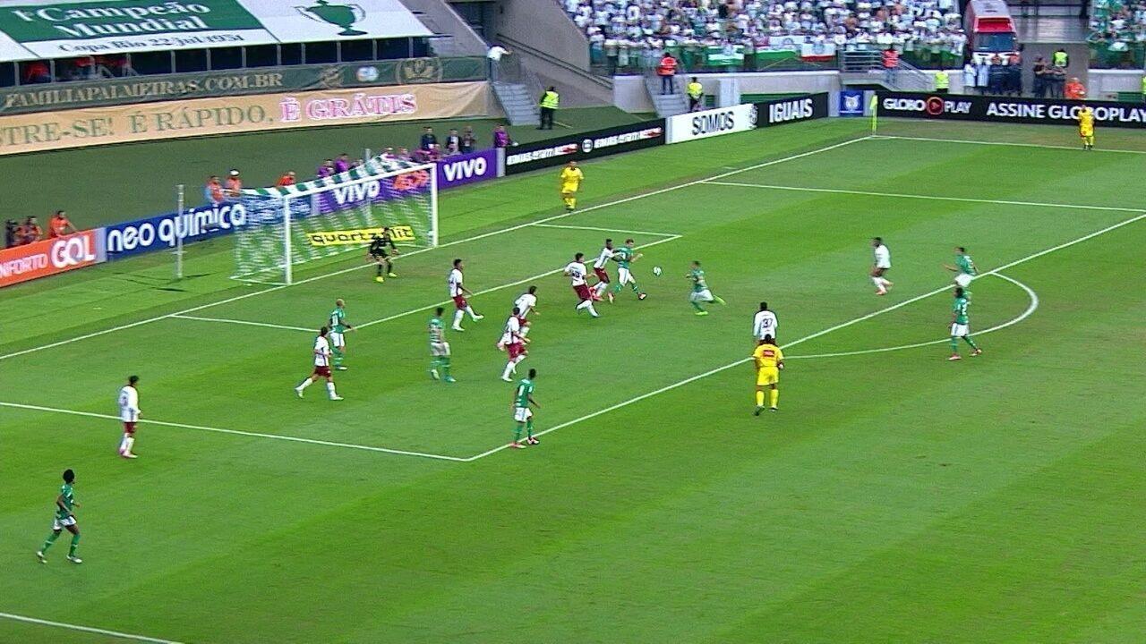 Gol do Palmeiras! Zé Roberto cobra lateral para a área e Guerra marca, aos 9' do 1º tempo