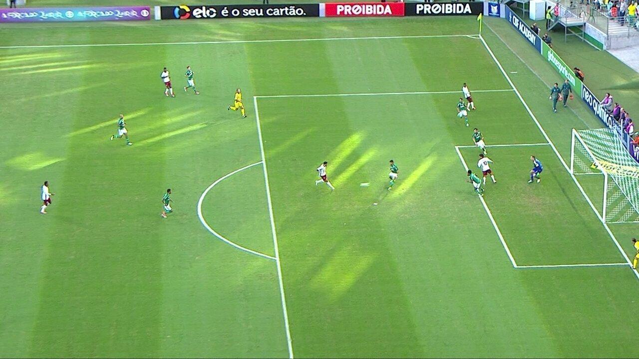 Gol do Fluminense! Henrique Dourado bate bonito e empata o jogo, aos 18' do 1º tempo