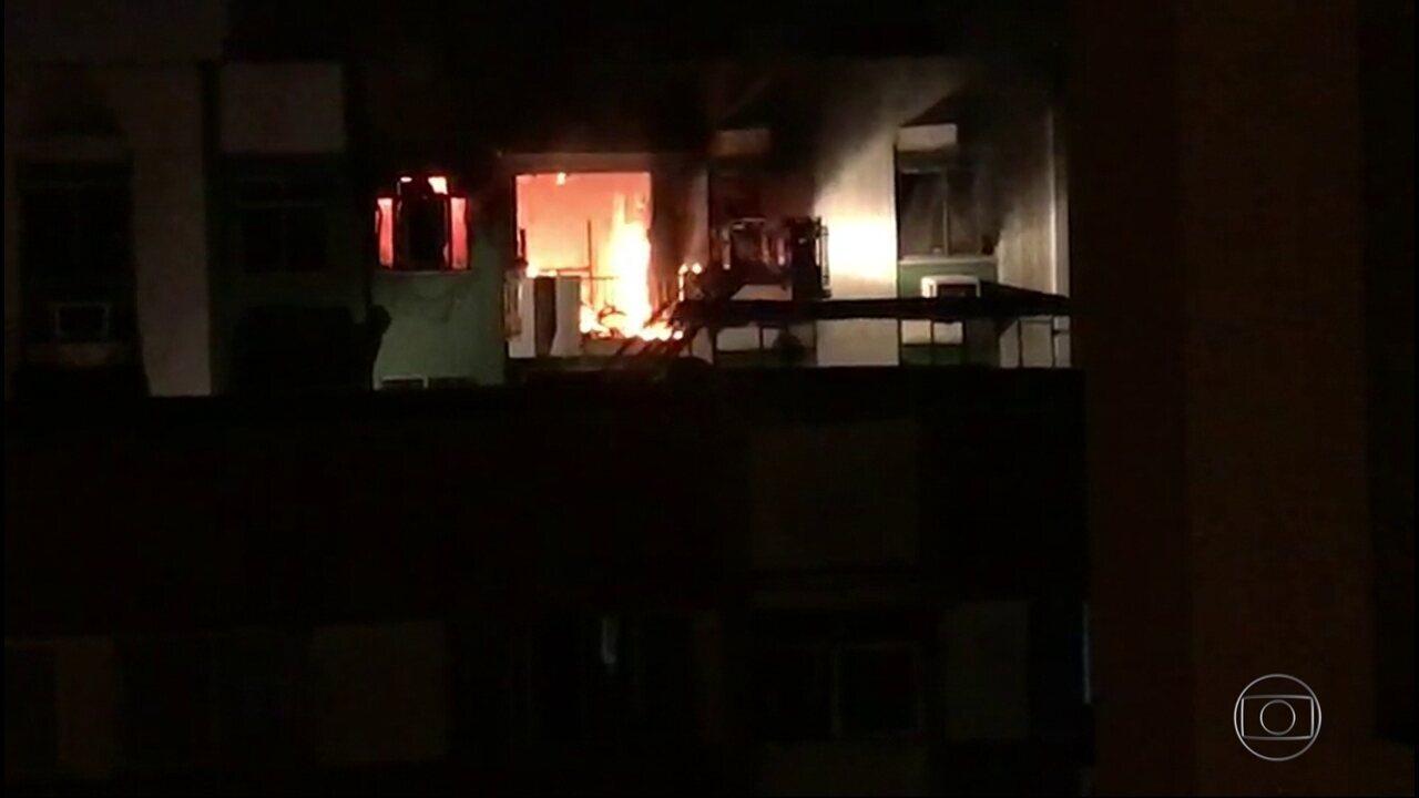 Incêndio destrói apartamento no Campinho, no Rio