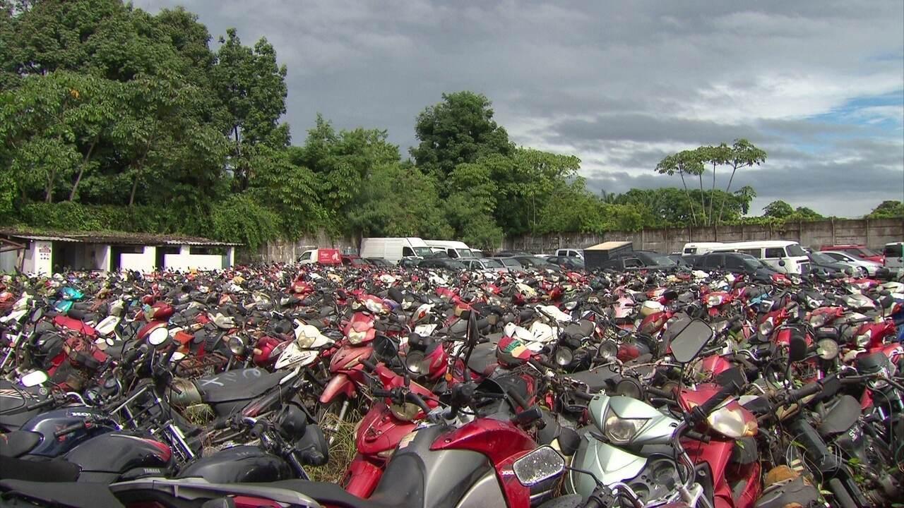 Quase duas mil motos 'cinquentinhas' são prensadas pelo Detran-PE