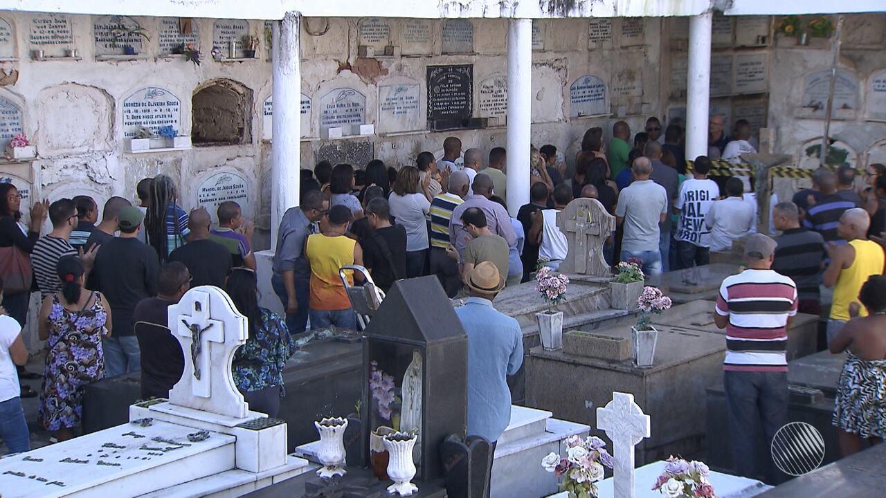 Policial Civil morto no bairro da Liberdade é enterrado