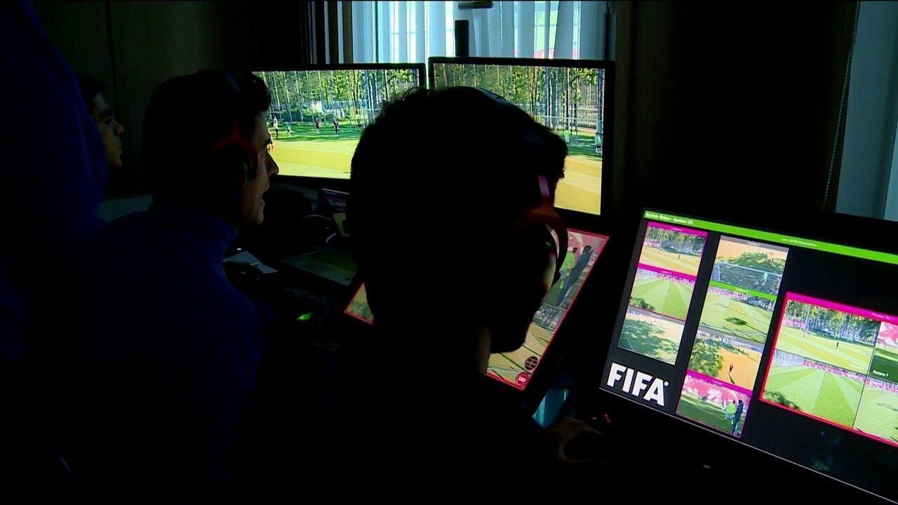 Veja como foi o treinamento dos árbitros de vídeo na Copa das Confederações