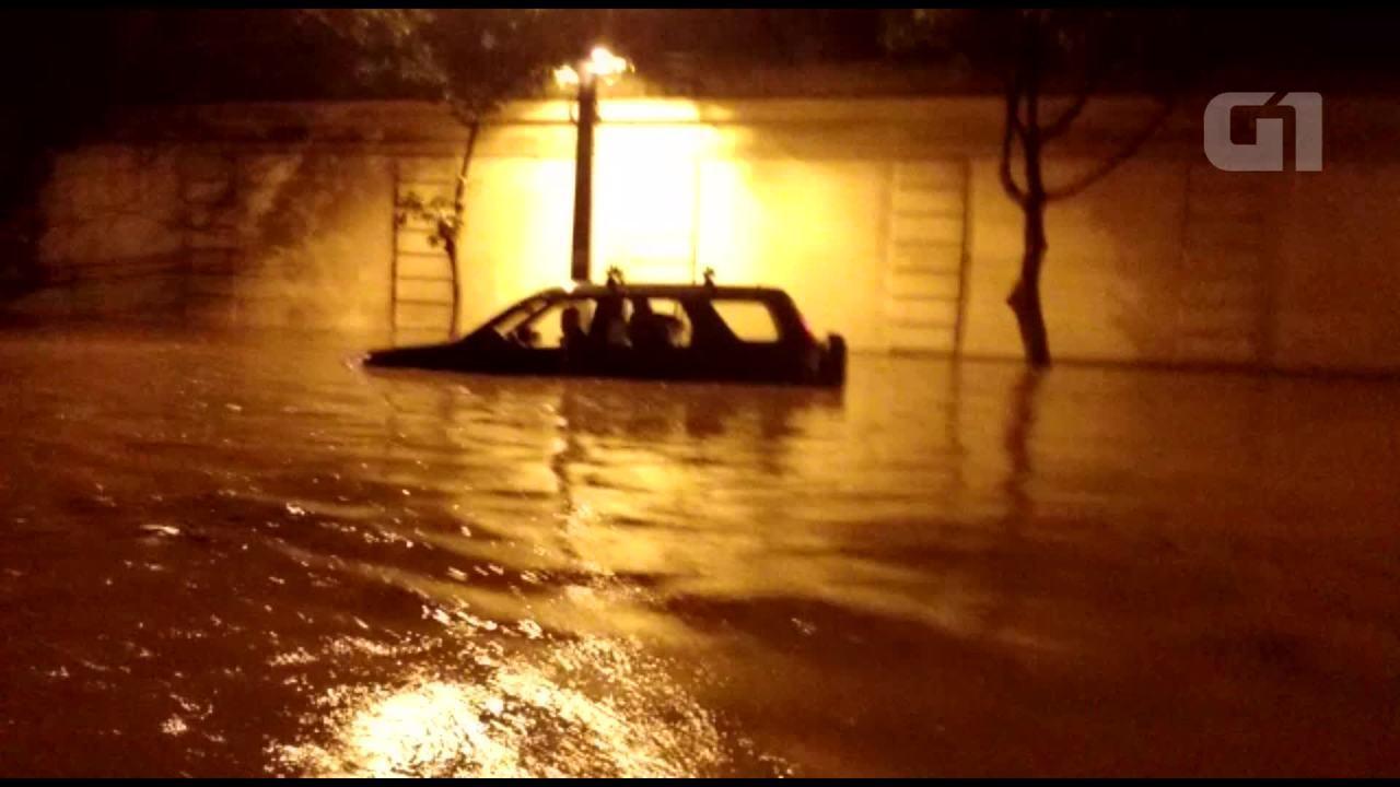 Chuva inunda o Jardim Botânico