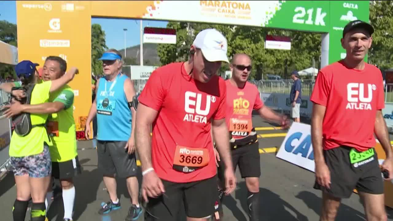 Curado de câncer, comissário de bordo corre a Maratona do Rio com médico que o operou