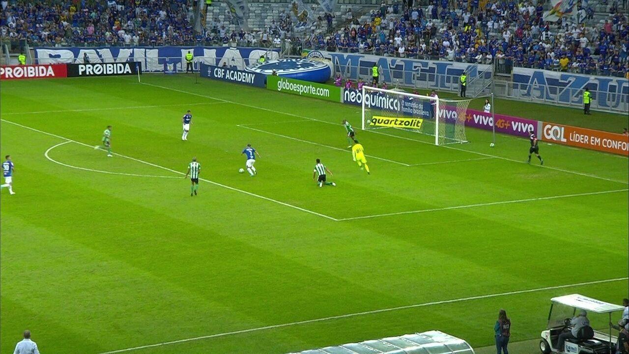 Gol do Cruzeiro! Rafael Sobis amplia em bela jogada individual, aos 19' do 2º tempo