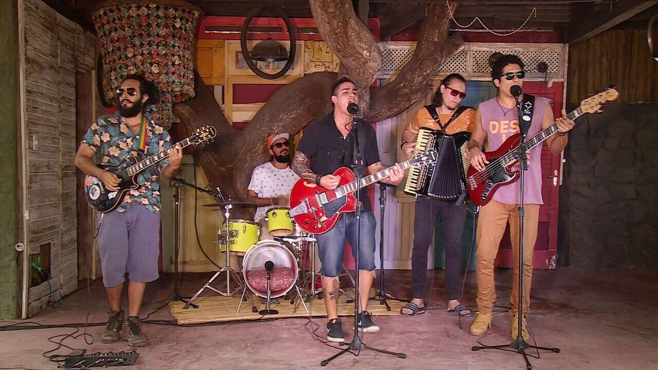 Confira a energia da banda Azzuis no quadro 'Levando um Som'