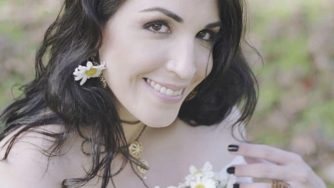 Conheça o trabalho da cantora Alana Paganucci