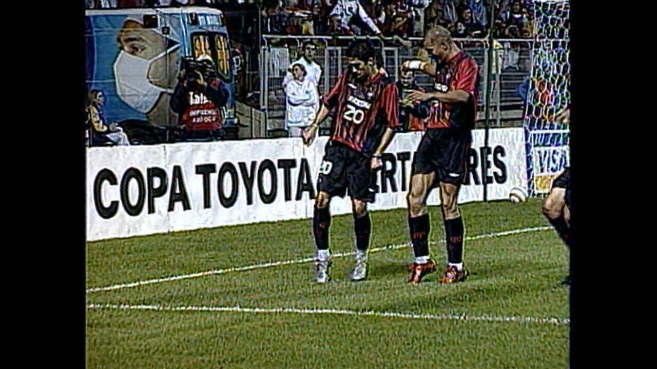 Relembre a vitória do Atlético-PR por 3 a 2 sobre o Santos, na Libertadores de 2005