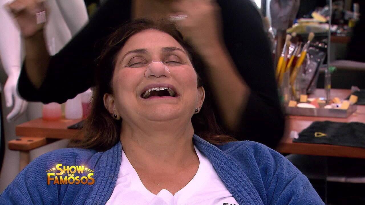 Fafá de Belém se transforma em Roberto Carlos