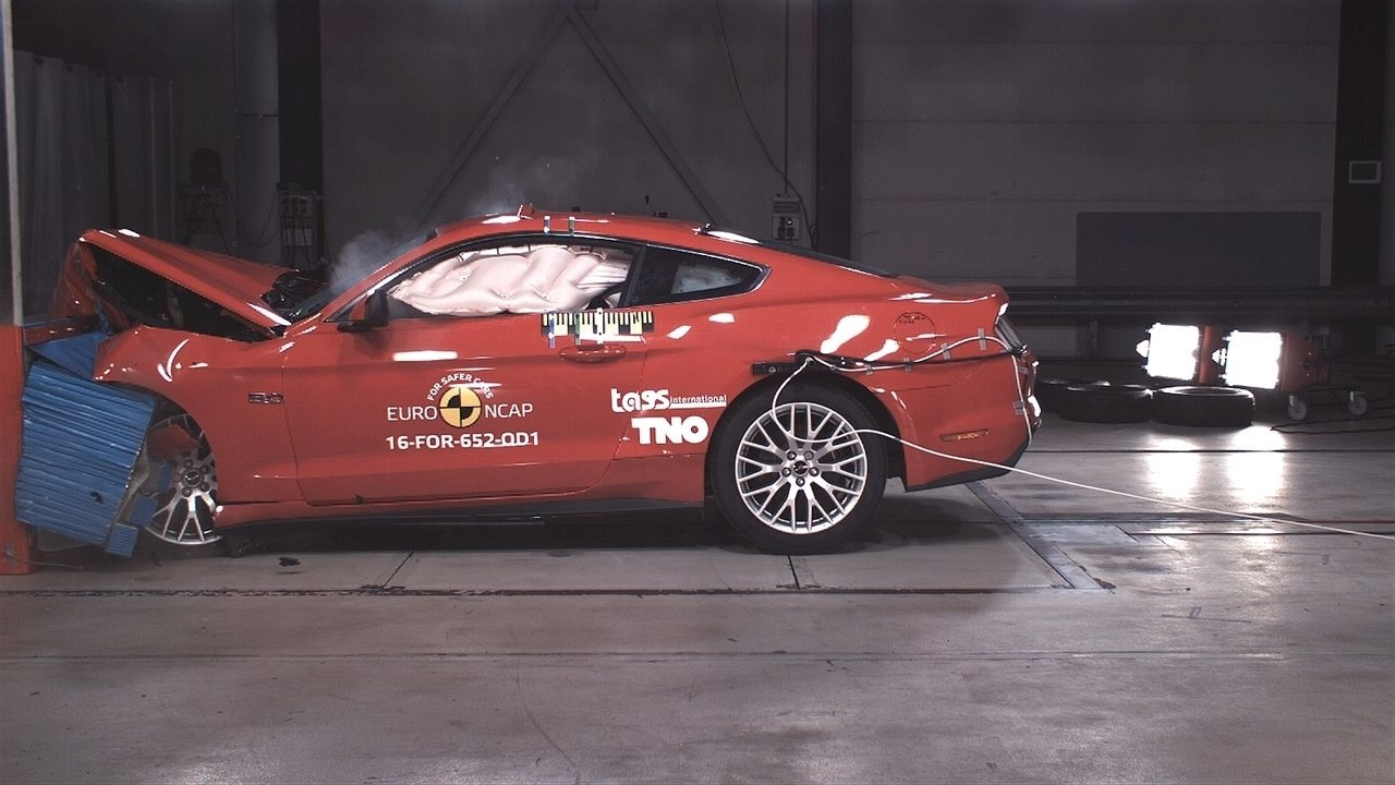 Após decepção, Ford Mustang refaz teste de colisão e consegue 3 estrelas