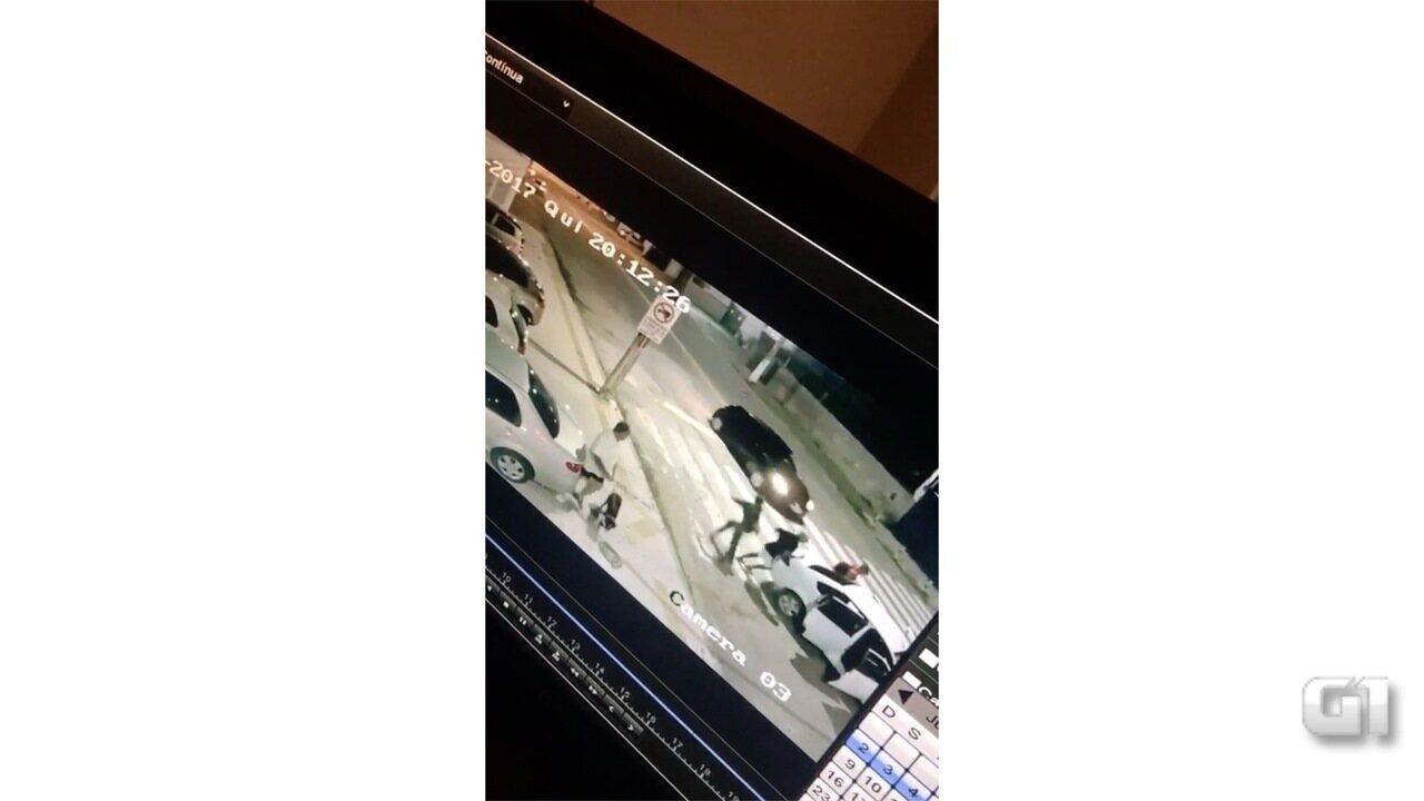 Vídeo mostra momento em que bombeiro é assaltado em Natal