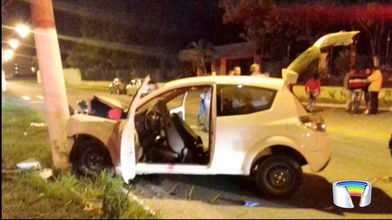 Carro com 10 ocupantes se envolveu em acidente