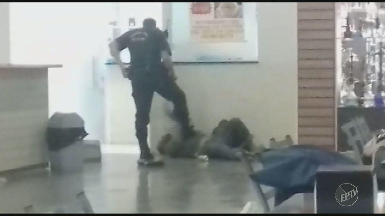 Vídeo mostra Guarda Municipal imobilizando morador de rua em Piracicaba