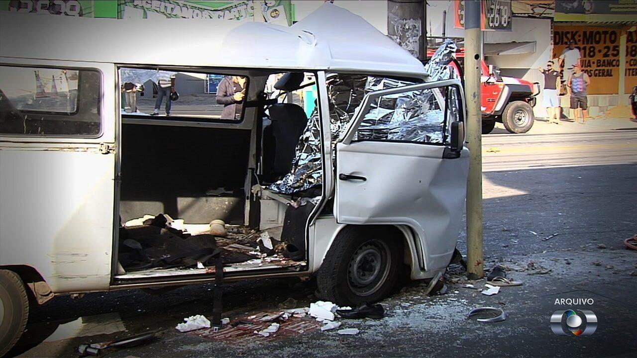 Garçom que conduzia kombi trabalhou 17h antes de acidente que matou 2 pessoas