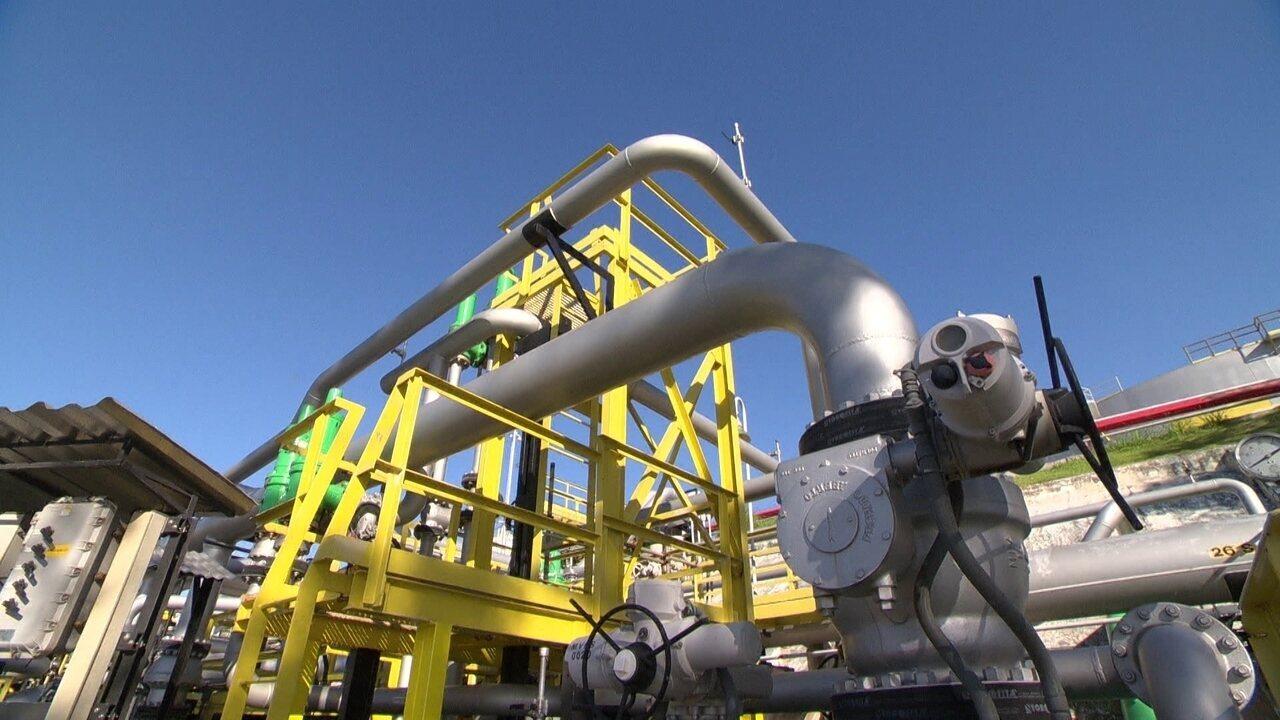 Quadrilhas faturam milhões furtando combustível de dutos da Petrobras