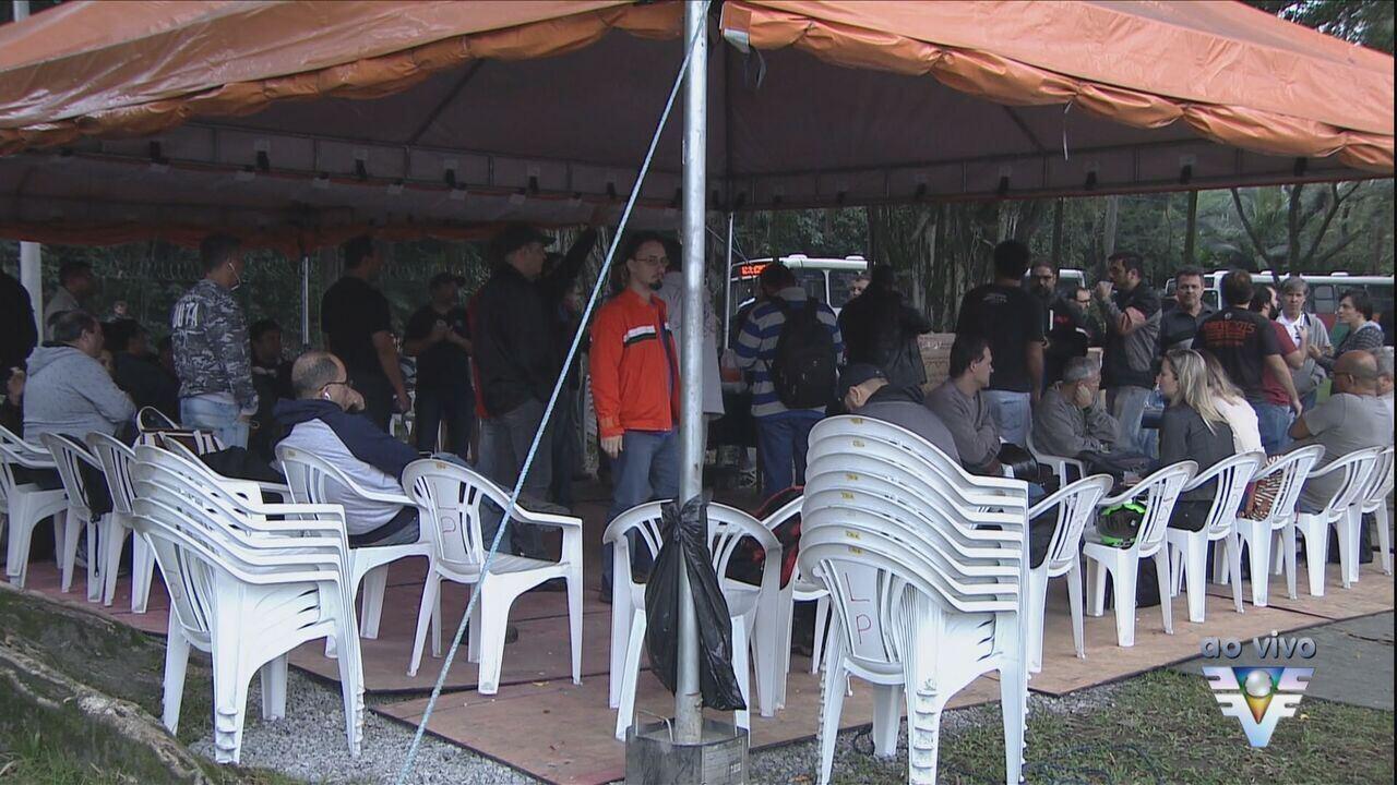 Petroleiros fazem protesto em Cubatão