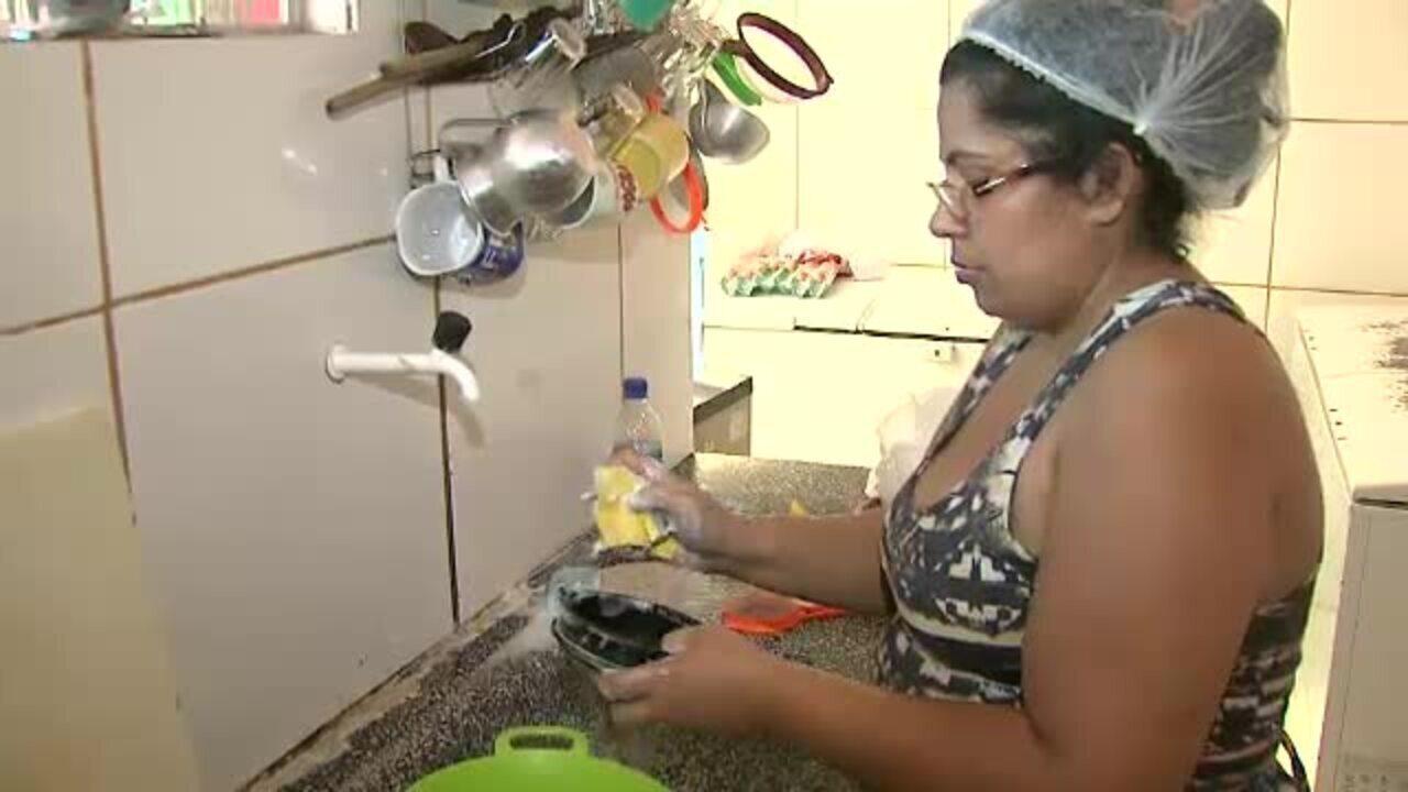 Especialista alerta para cuidados com esponjas de lavar louça