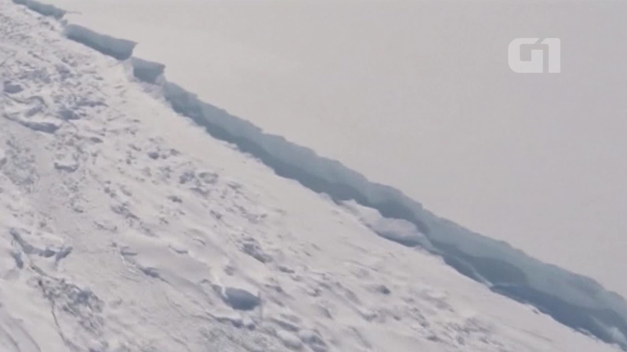 Iceberg gigante se solta na Antártica
