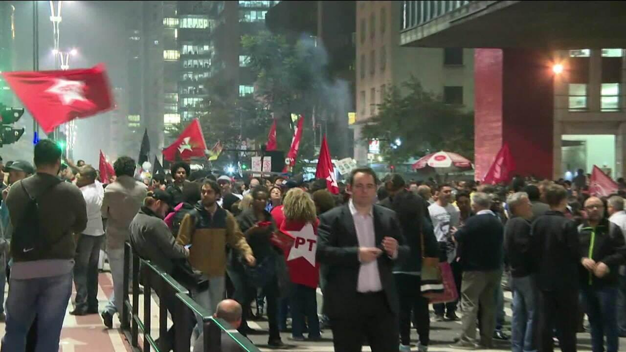Grupos a favor e contra condenação de Lula participam de atos no Centro de São Paulo