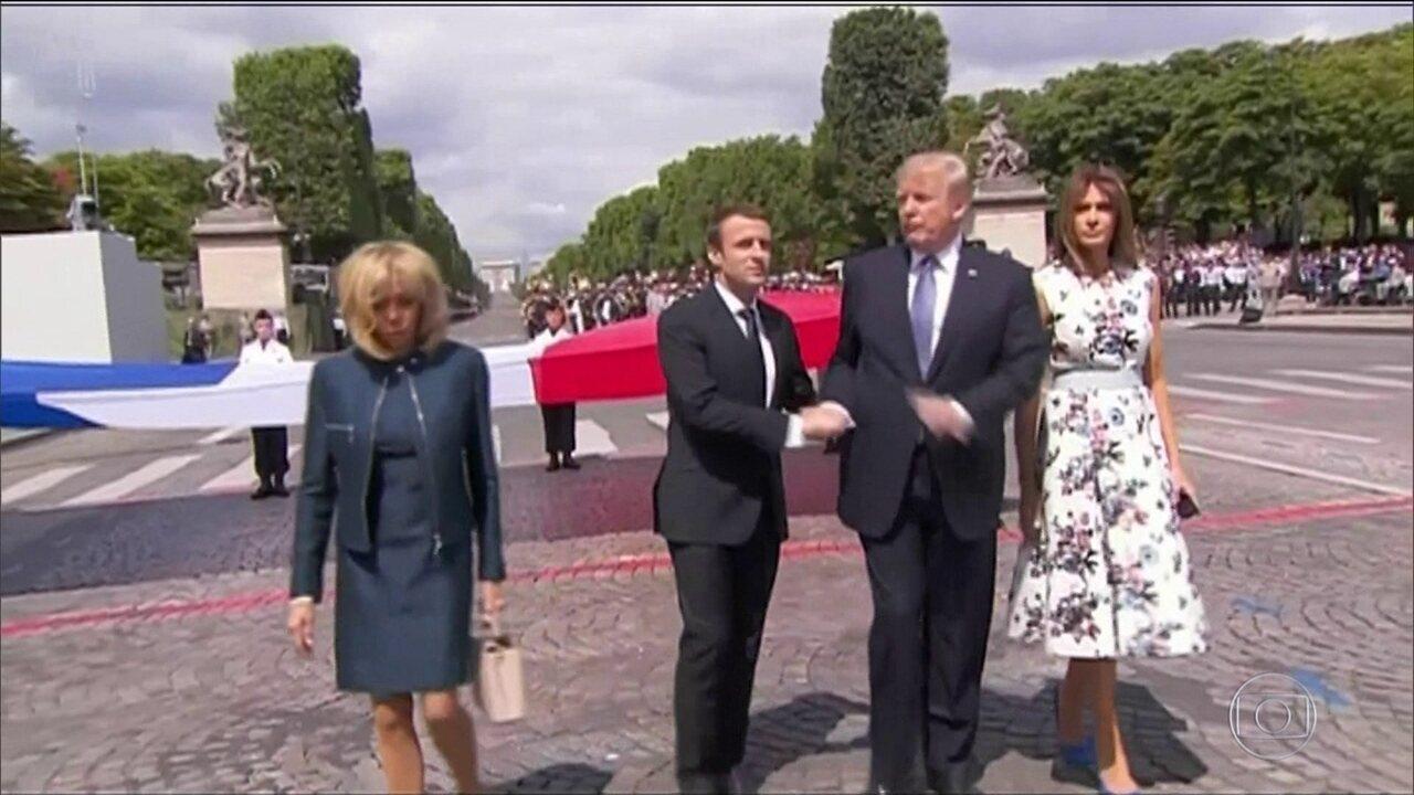 Trump não larga a mão do presidente francês, Emannuel Macron