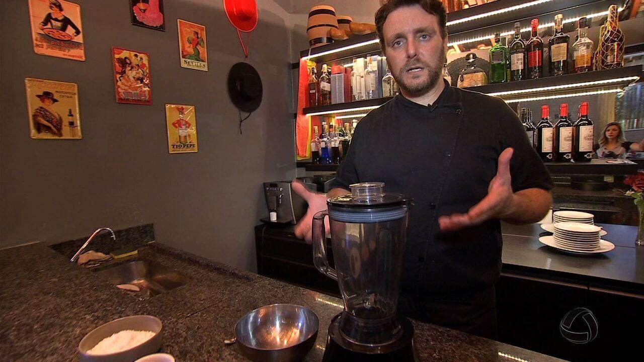 Cozinheiro espanhol ensina como fazer tortilha com carinha Sul-Mato-Grossense.