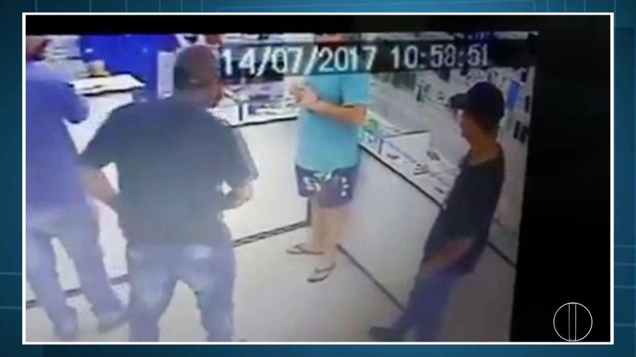 Resultado de imagem para Jovem suspeito de participar de homicídio em Macaé, RJ, é preso em Quissamã