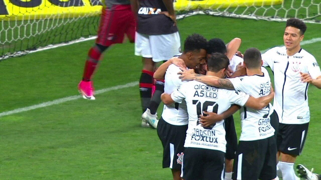 Gol do Corinthians! Maycon faz bela jogada e toca para Jô marcar aos 5' do 2º Tempo