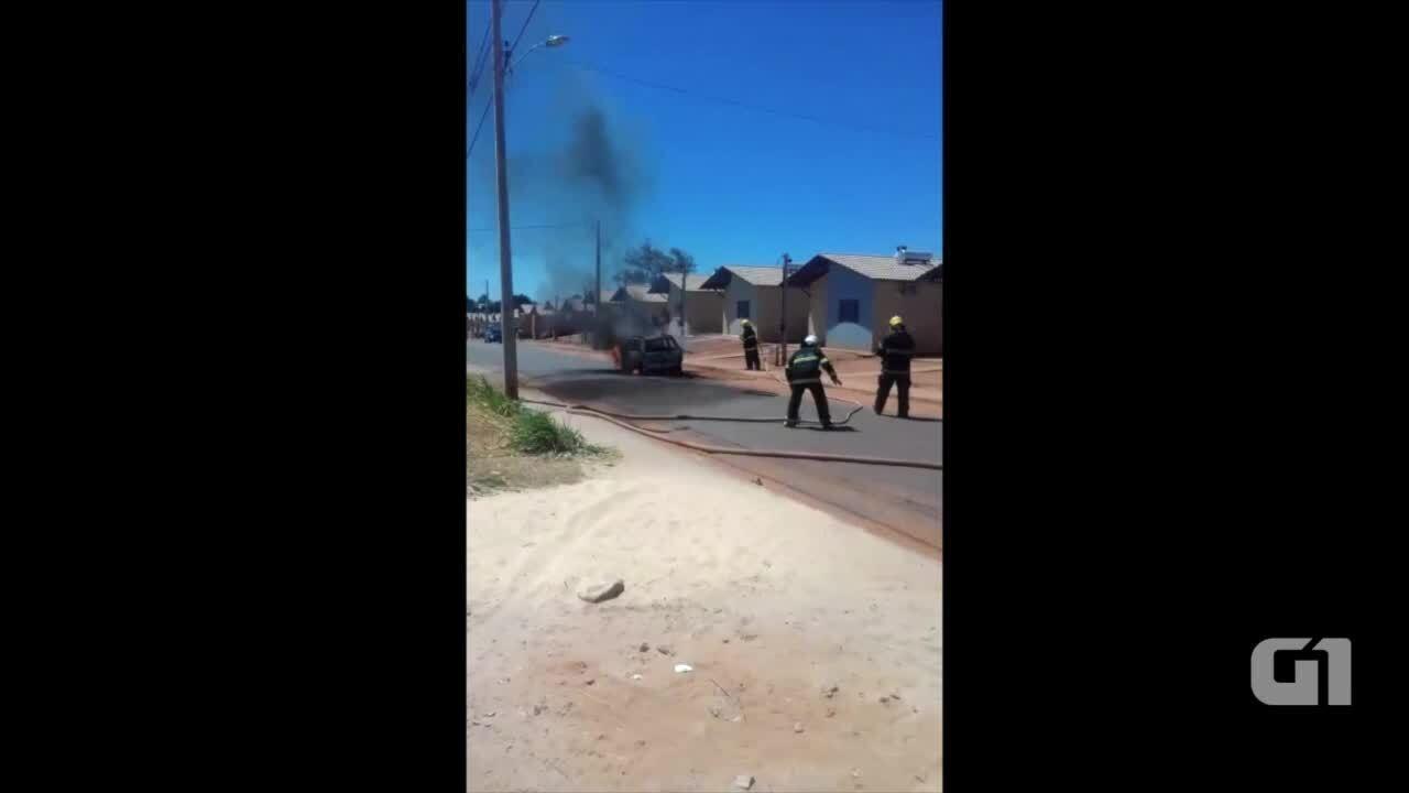 Mulher coloca fogo em carro de marido após ver ele com amante.  (Divulgaçaõ/ Portal Fatos e Notícias)