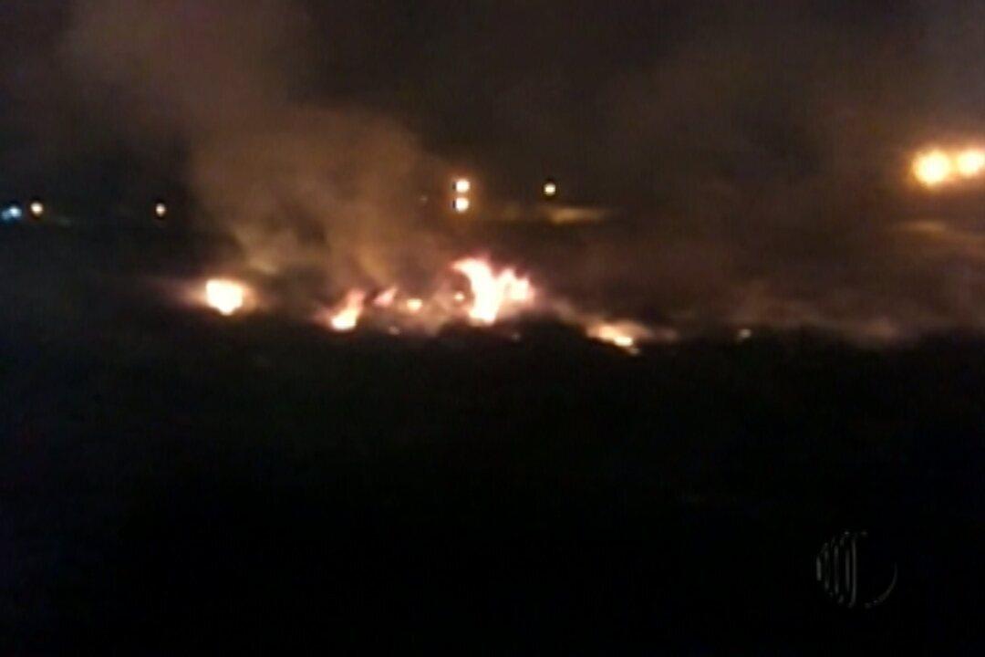 Moradores registram queimada em terreno de Mogi das Cruzes