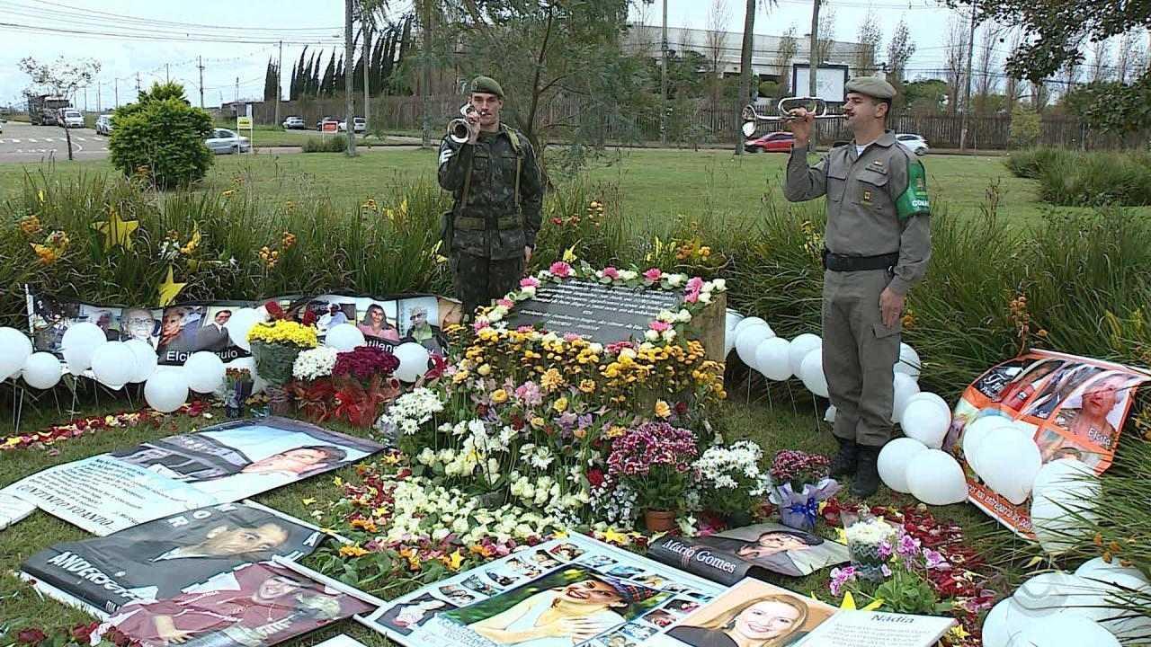 Familiares e amigos se reúnem para homenagens a vítimas do acidente com voo da TAM em 2007
