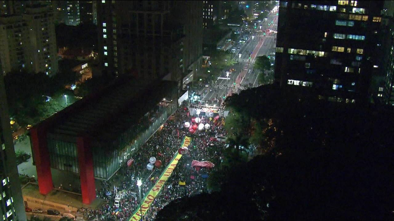 Manifestantes protestam contra implementação da reforma trabalhista