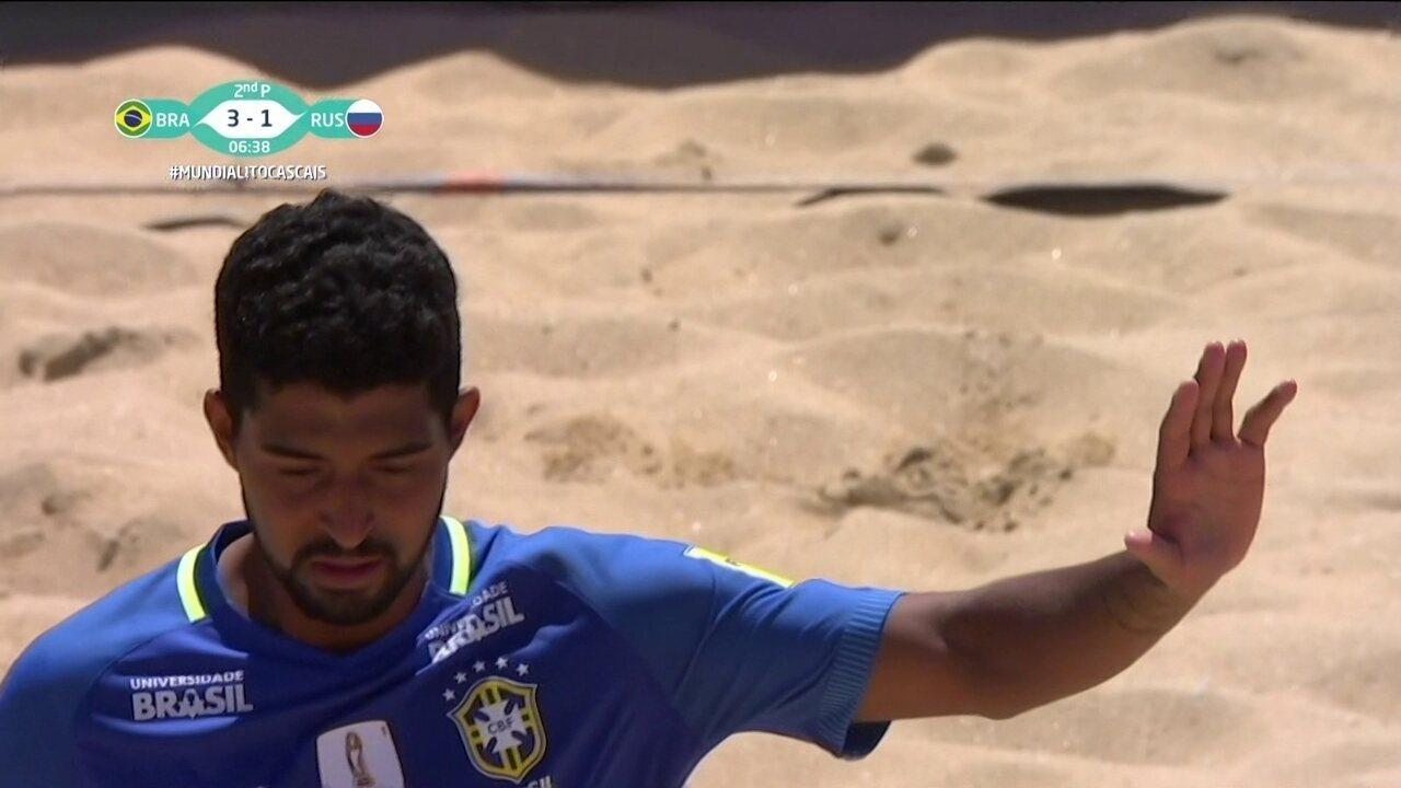 Golaço, só que contra! Filipe tenta recuar e encobre Mão no Mundialito de futebol de areia