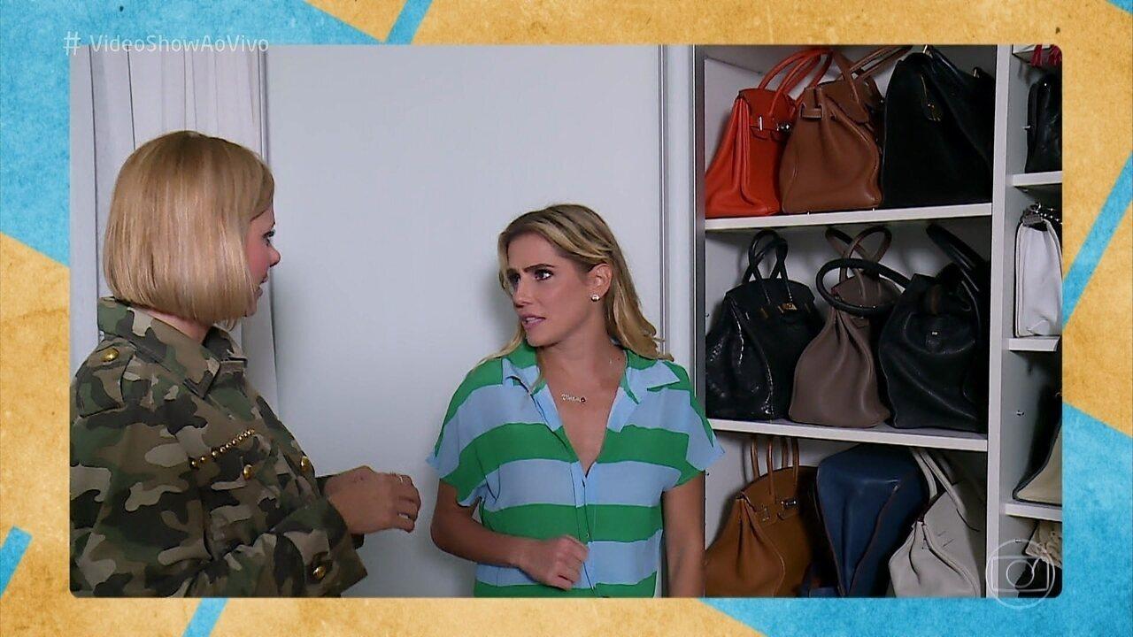 Deborah Secco mostra sua coleção de bolsas e acessórios