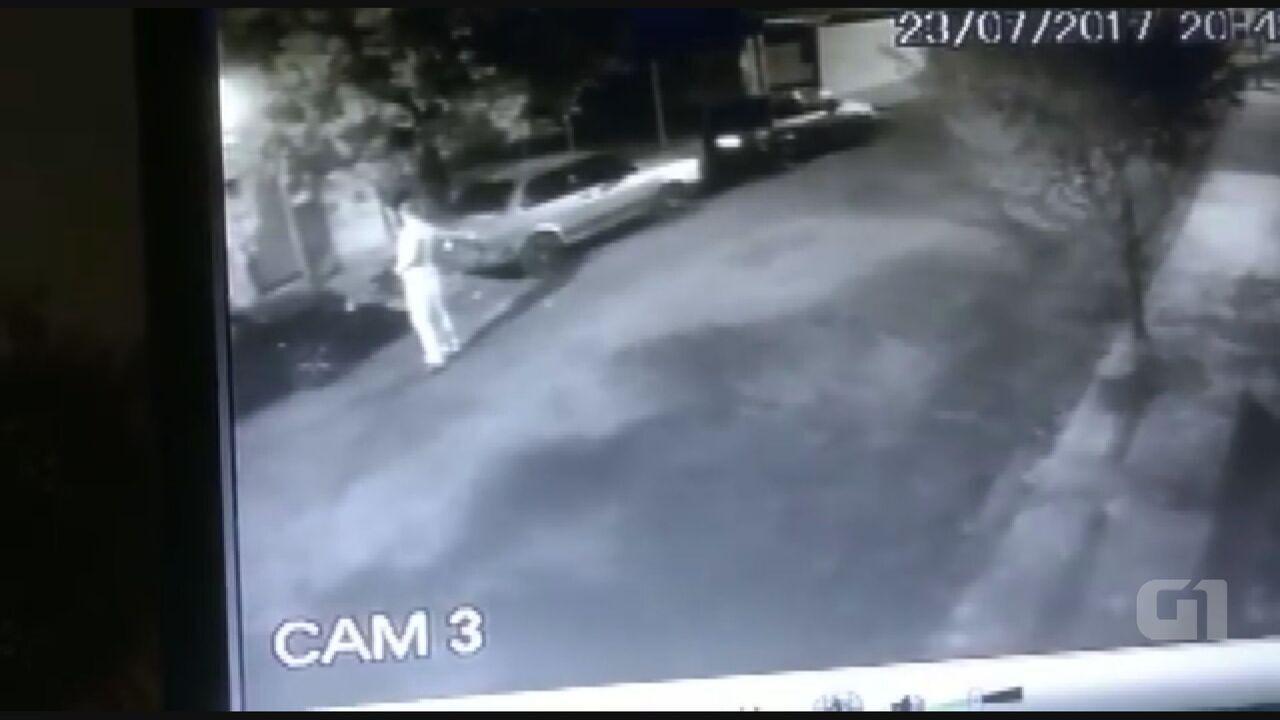 Câmera de segurança registrou agressão contra mulher em Araraquara, SP