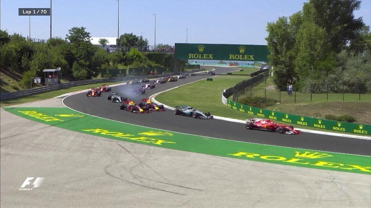 Largada do GP da Hungria tem toque entre as RBR, e Daniel Ricciardo está fora da prova