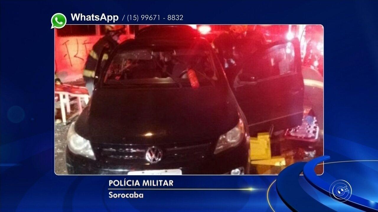 Menor é apreendido em carro roubado após batida em poste em Sorocaba