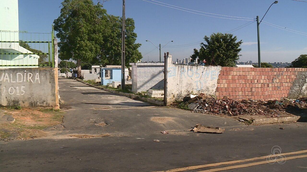 Moradores reclamam de lixo acumulado em área perto de cemitério em Manaus