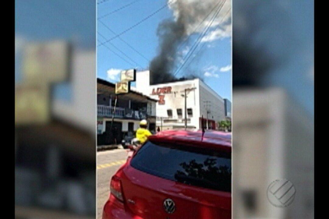 Fumaça em supermercado assusta moradores de Ananindeua