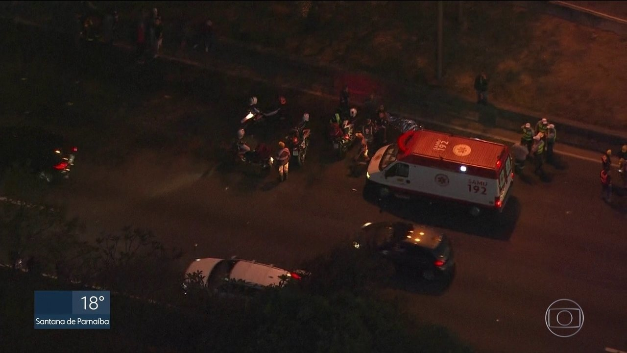 Homem morre atropelado por um carro, na Marginal Tietê, próximo à Ponte do Limão