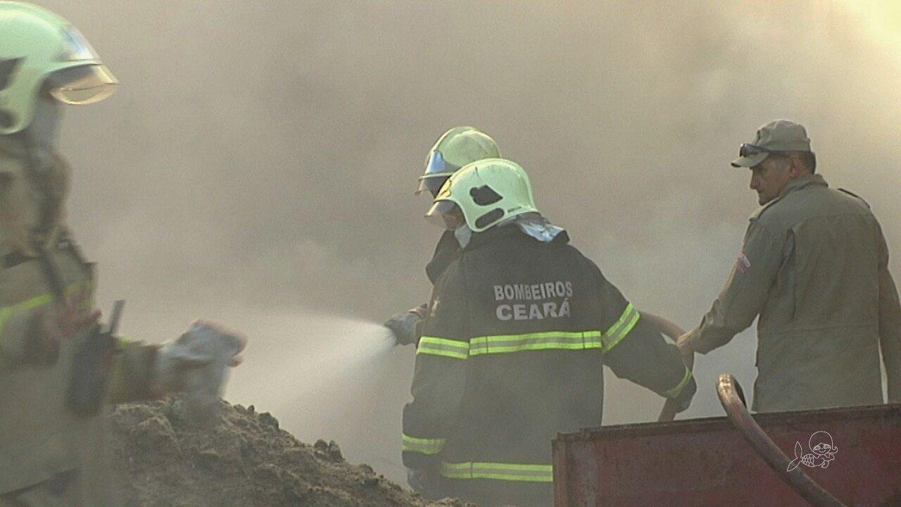 Incêndio destrói depósito de material reciclável em Fortaleza