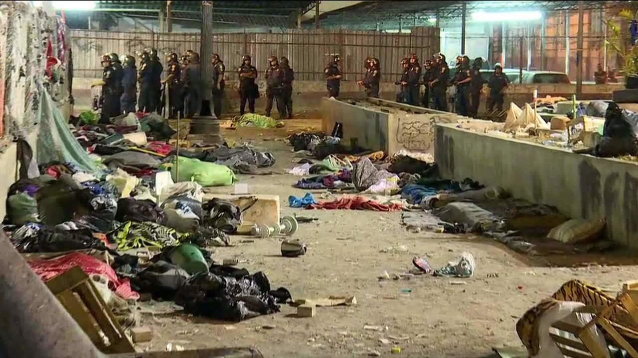 Moradores da Cracolândia protestam contra retirada de barracas