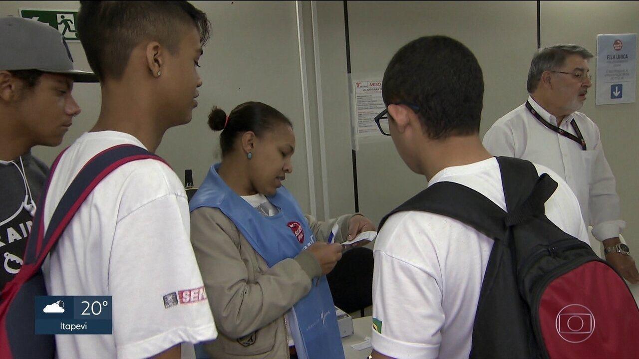 Primeiro dia da mudança no passe livre foi de problemas para os estudantes