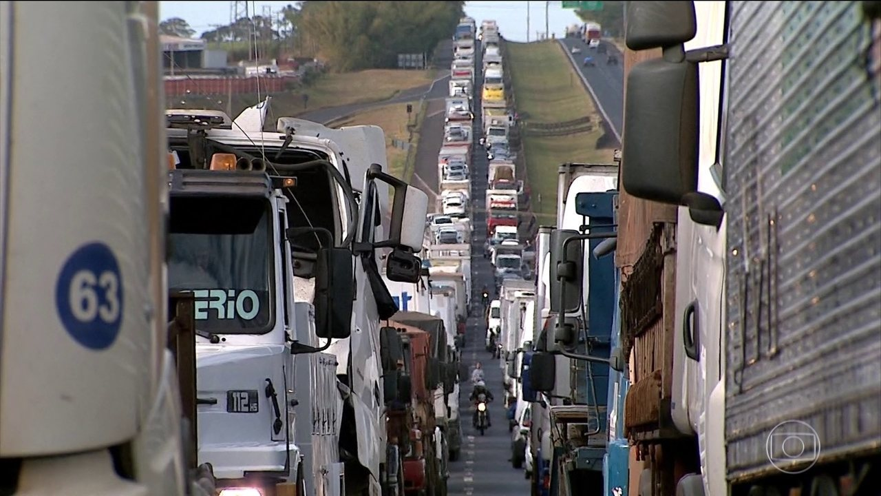 Caminhoneiros voltam a protestar contra a alta dos impostos sobre os combustíveis