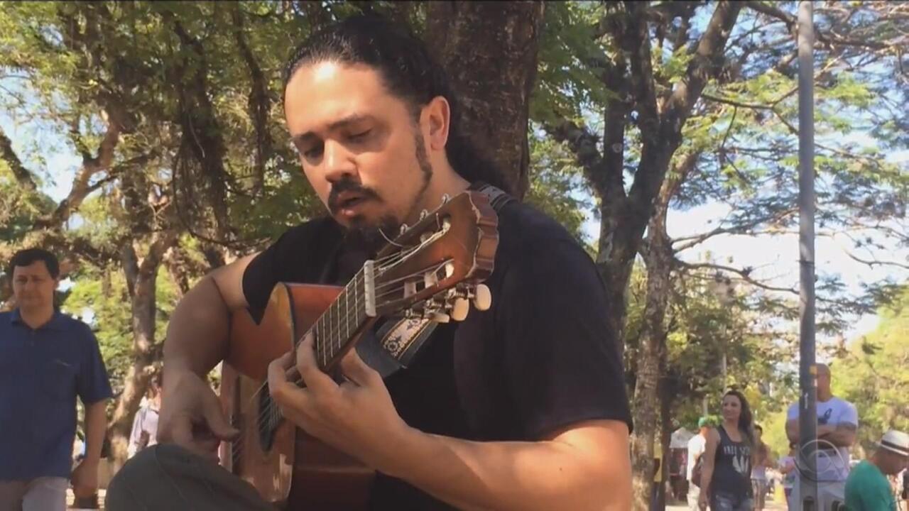 Luis Arnobio conta da vez em que foi confundido com Neto Fagundes em apresentação na rua