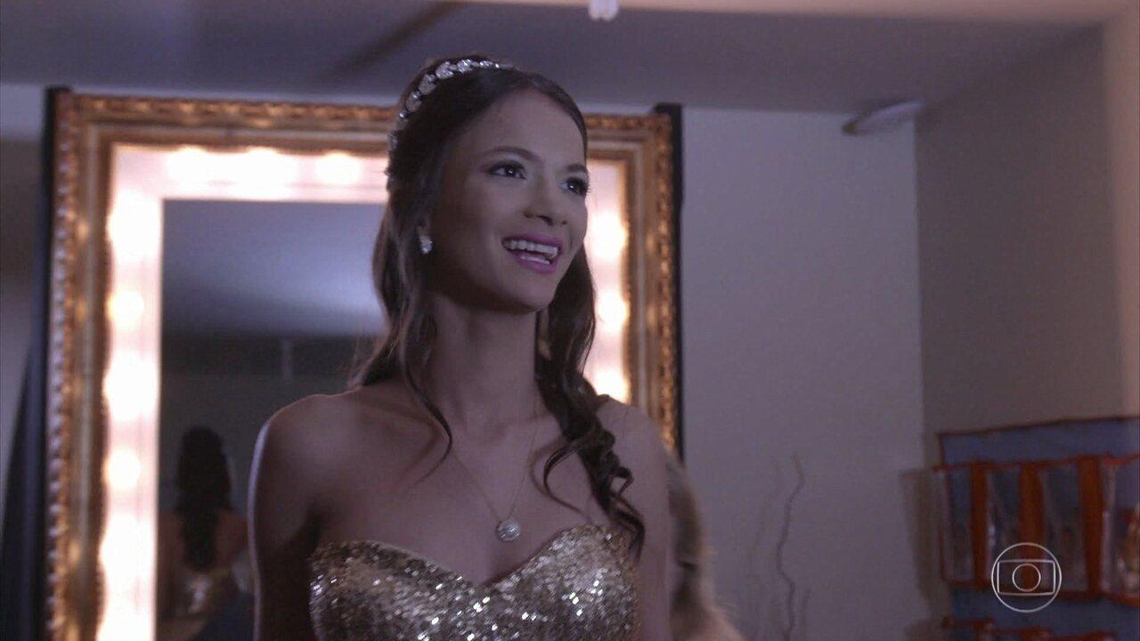 'Aldeias Infantis' realiza sonho de Kauanna Vitória de ter uma festa de 15 anos