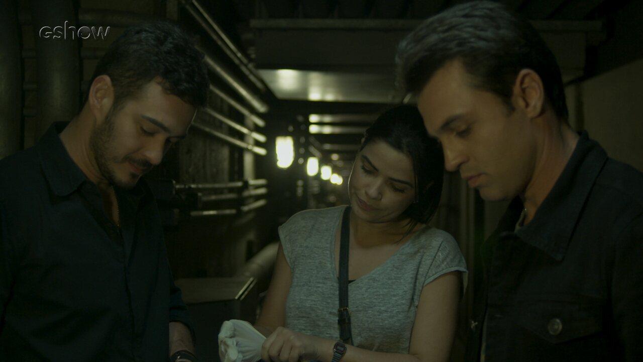 Teaser 'Pega Pega' 9/8: Antônia descobre como ladrões levaram dinheiro para fora do hotel